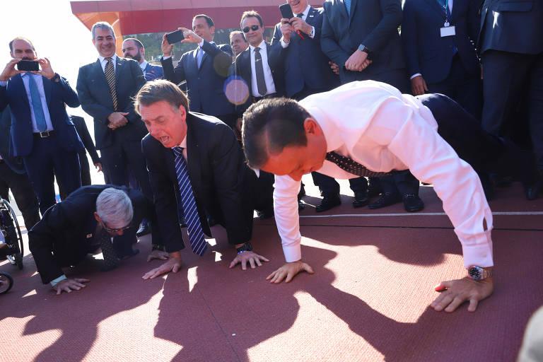 Bolsonaro e Doria, quando ainda se encontravam, fazem flexão de braço em evento esportivo em SP