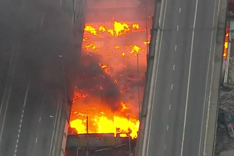 Incêndio na ponte do Jaguaré, em São Paulo