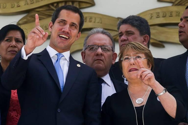 O líder opositor Juan Guaidó e a chefe do Alto Comissariado da ONU para direitos humanos, Michelle Bachelet, em Caracas