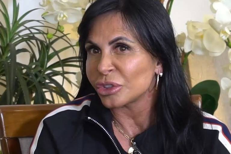 A cantora Gretchen é entrevista pela jornalista Leda Nagle
