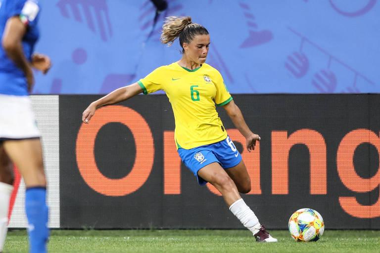 Tamires em ação na vitória sobre a Itália, pela Copa do Mundo da França