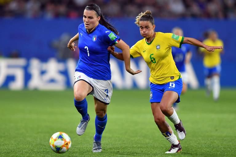 Tamires persegue a italiana Guagni na vitória sobre as europeias por 1 a 0, em Valenciennes