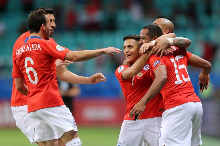 Chilenos comemoram o gol de Alexis Sánchez diante do Equador