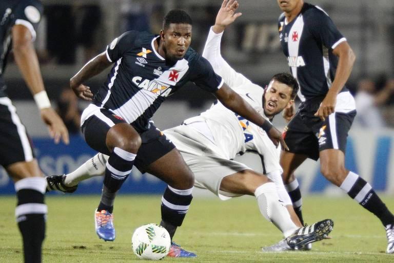 Thalles (à esq.) em ação pelo Vasco na Florida Cup de 2017, contra o Corinthians