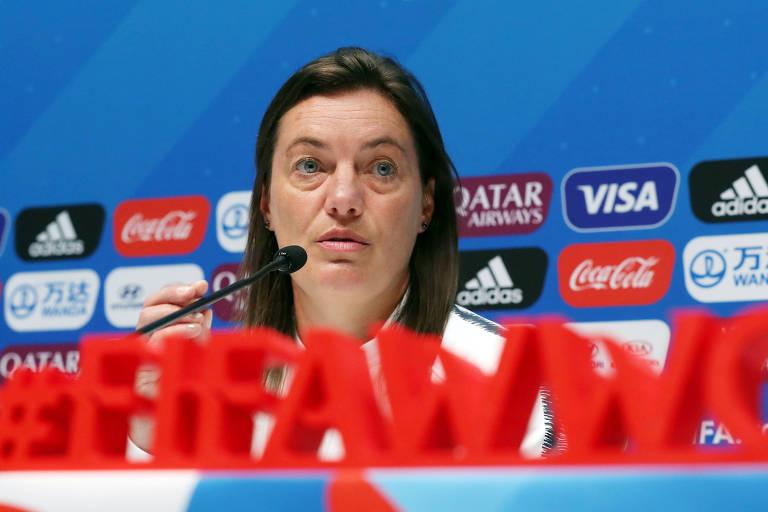 Corinne Diacre em entrevista coletiva neste sábado (22), véspera do jogo contra o Brasil