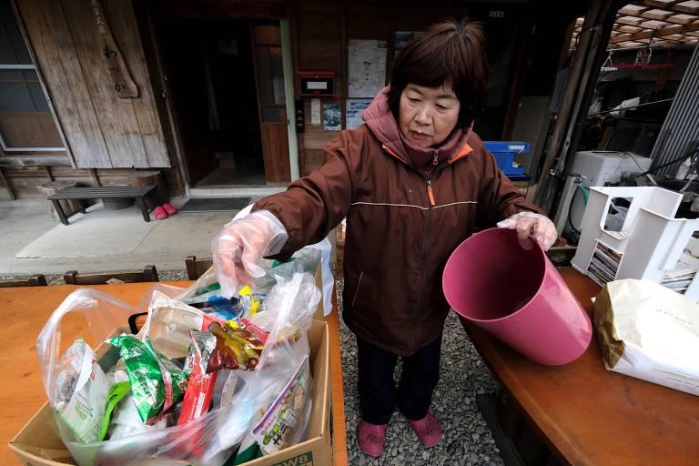Moradores de cidade japonesa separam lixo em 45 categorias
