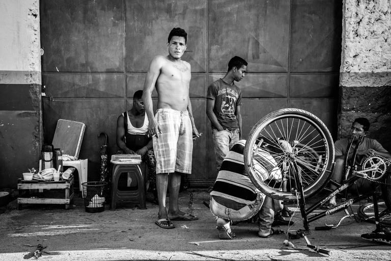 Venezuelanos passam os dias na capital de Boa Vista em busca de trabalho.