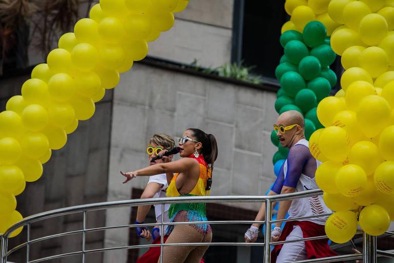 Anitta se apresenta durante a edição 2018 da Parada LGBTQ na avenida Paulista, em São Paulo