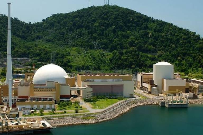 Usinas nucleares ao lado do mar