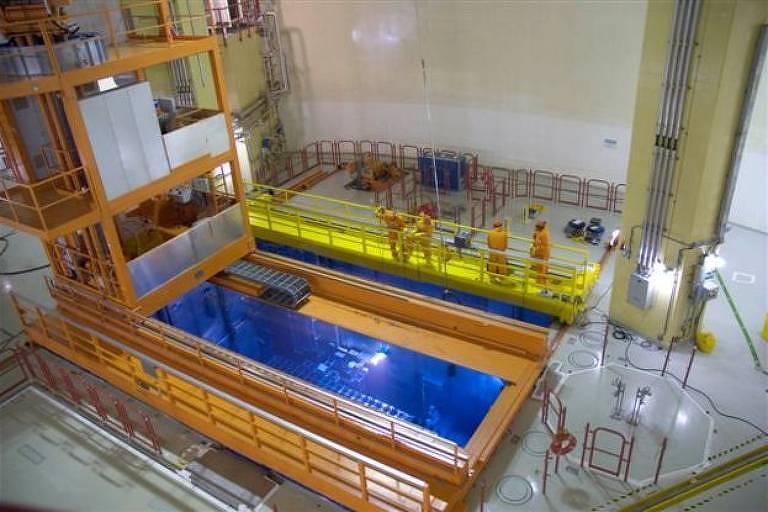 Piscina no interior de usina nuclear