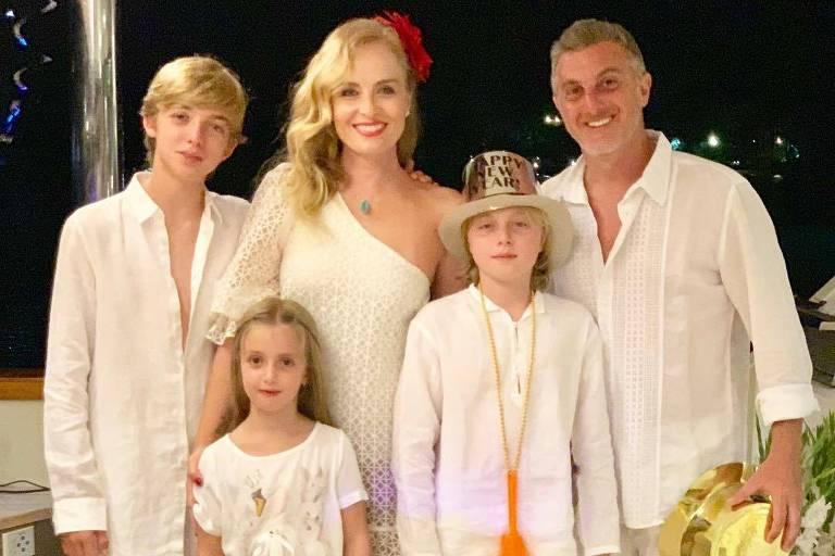 Luciano Huck e a Angélica passaram o Réveillon em Angra dos Reis (RJ) com os filhos