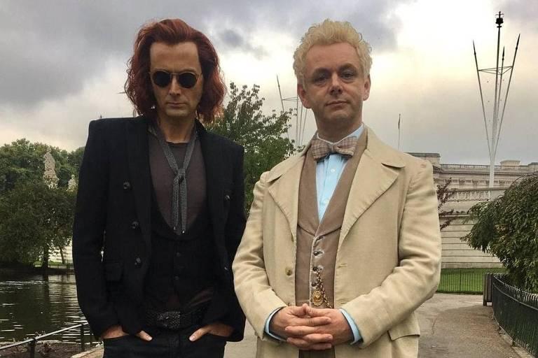 "Aziraphale (Michael Sheen) e Crowley (David Tennant), personagens da série ""Good Omens"""