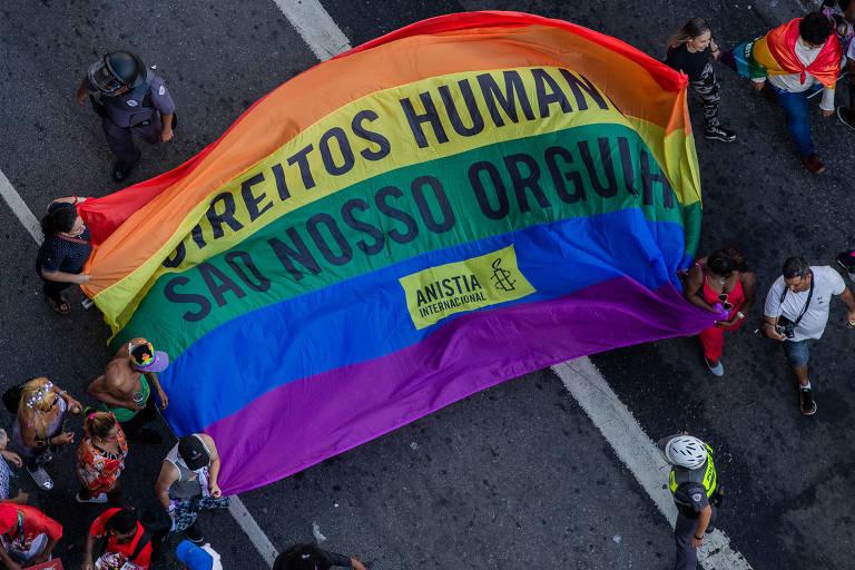 Bandeira na 23ª Parada do Orgulho LGBT, na avenida Paulista, em São Paulo