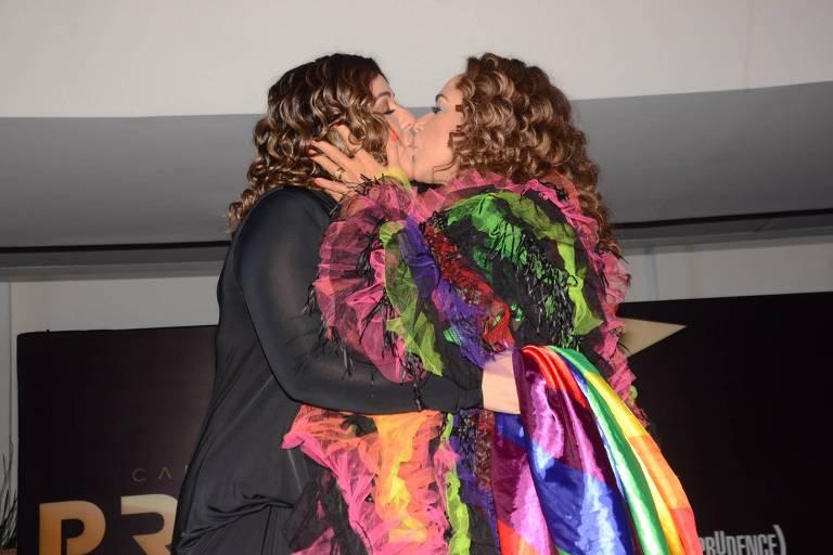 Imagens de famosos na Parada Gay de SP 2019