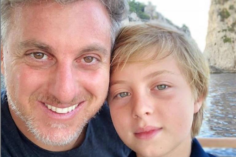 O apresentador Luciano Huck e o filho Benício