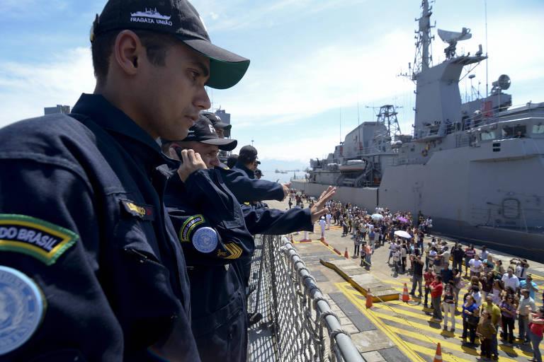 Cerimônia de partida da fragata União em 2011
