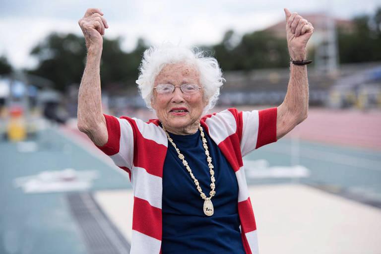 Mulher de 103 anos bate recorde nos 100 m rasos e dá dicas de longevidade