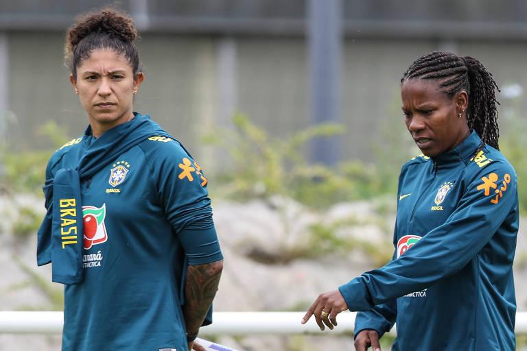 Cristiane e Formiga durante treino da seleção brasileira