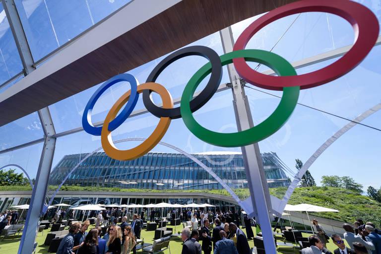 Arcos olímpicos na nova sede do COI, em Lausanne, na Suíça