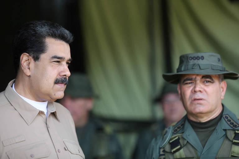 O ditador Nicolás Maduro, à esq., e o ministro da Defesa da Venezuela, Vladimir Padrino, durante evento militar em Caracas