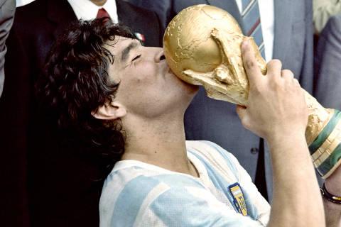Maradona estreou nas páginas da Folha às vésperas da Copa de 1978, da qual foi cortado