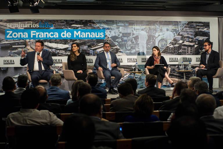 Wilson Périco (esq.), presidente do Cieam; Flávia Holanda, advogada tributarista; Marcelo Ramos, deputado federal (PL-AM); Vanessa Rahal, diretora do Centro de Cidadania Fiscal; e Igor Utsumi, jornalista da Folha