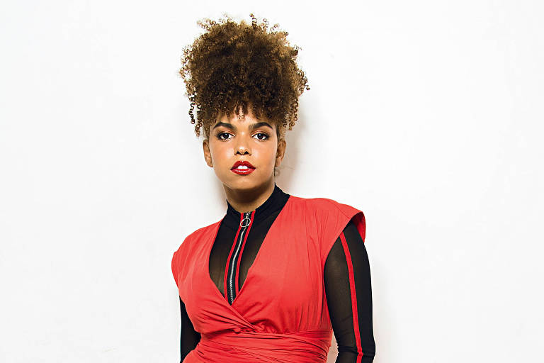 Jeniffer Nascimento estreia como apresentadora do The Voice Brasil
