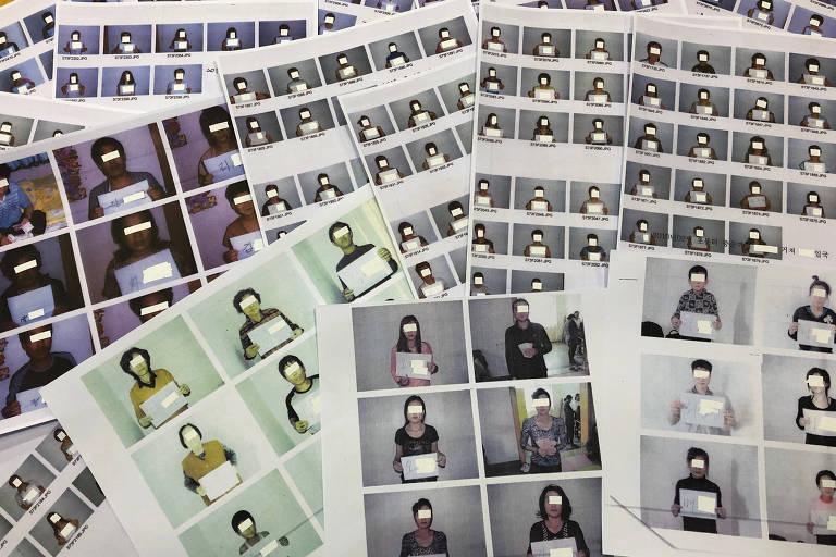 Fotos de refugiados norte-coreanos ajudados pela Associação de Direitos Humanos de Refugiados da Coreia do Norte em exposição em Seul