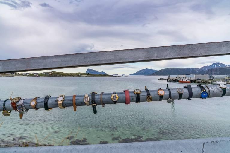 Ponte com de relógios de pulso em Sommarøy, Noruega