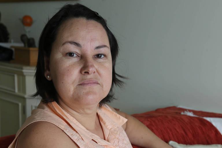 A cuidadora de idosos Andreia Martins, 47, conta que a empresa CVC está cobrando R$ 2.800 a mais por um pacote de viagem que já foi pago por ela