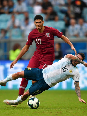 (190624) -- PORTO ALEGRE, June 24, 2019 (Xinhua) -- Argentina's Rodrigo De Paul (R) vies with Karim Boudiaf of Qatar during the Group B match between Argentina and Qatar at the Copa America 2019, in Porto Alegre, Brazil, June 23, 2019. Argentina won 2-0. (Xinhua/Xin Yuewei)