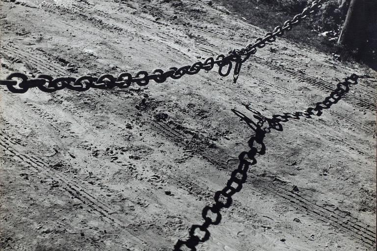 'Dia de Folga', foto de Mario Fiori que integra 'Fotografia Moderna 1940-1960', na galeria Luciana Brito