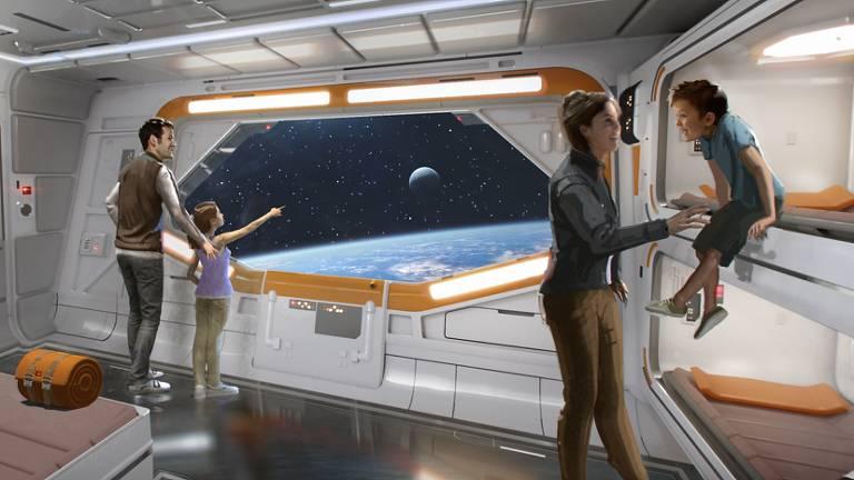 Pessoas em espaço que simula nave espacial