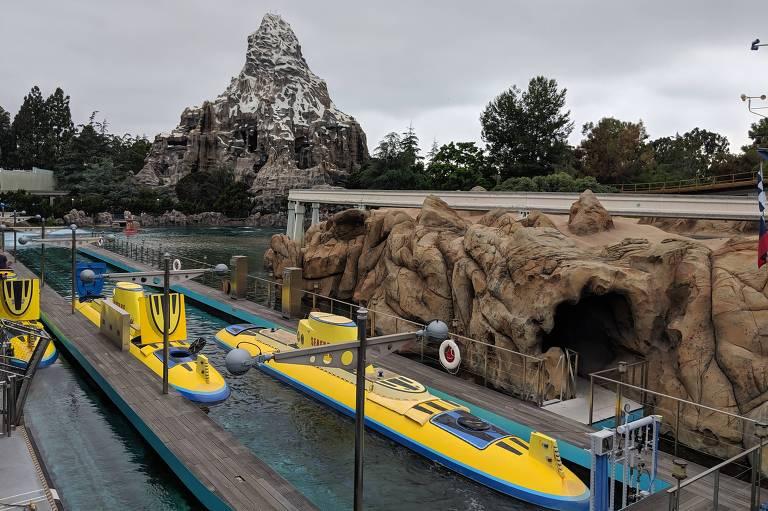 Brinquedo Finding Nemo Submarine Voyage, na Disney da Califórnia