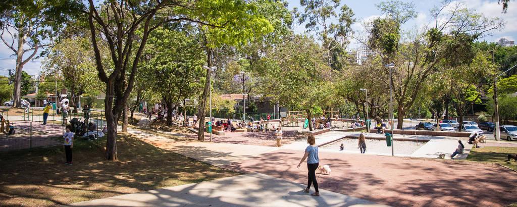 Vista da praça Horácio Sabino, reformada por moradores no Jardim das Bandeiras, zona oeste de São Paulo