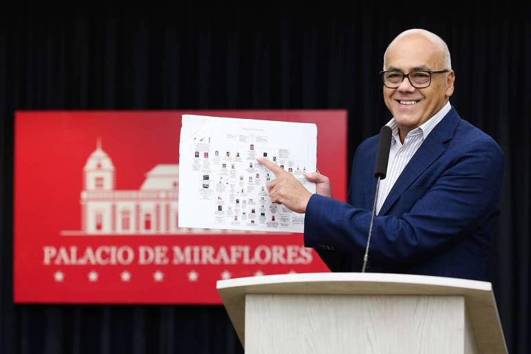 O ministro da Comunicação da Venezuela, Jorge Rodríguez, durante entrevista coletiva no Palácio de Miraflores, em Caracas