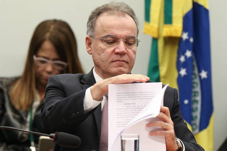 O deputado Samuel Moreira, relator da comissão especial da Reforma da Previdência, durante sessão de apresentação e leitura de seu relatório na comissão, no dia 13 de junho