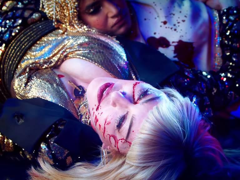 Madonna no clipe de God Control