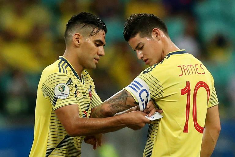 Falcao deixa o campo na vitória sobre o Paraguai e entrega a faixa a James Rodríguez