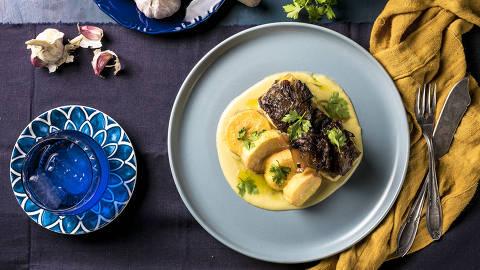 BRASIL - SAO PAULO - 30.04.2019 - O MELHOR DE SAO PAULO - Gastronomia - REVISTA SAO PAULO - Prato do restaurante Tasca da Esquina: bacalhau ao forno. Foto: KEINY ANDRADE/FOLHAPRESS