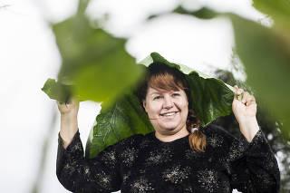 ***Especial O Melhor de Sao Paulo***. Retrato de Lia Goes de Moura,45, agricultora e diretora do Cooperapas ,  em  seu sitio Fazendinha Pedaco de Ceu no bairro Colonia em Parelheiros