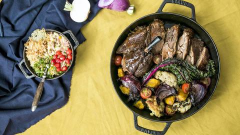BRASIL - SAO PAULO - 03.05.2019 - O MELHOR DE SAO PAULO - Gastronomia - REVISTA SAO PAULO - Pratos do Balaio: Cabrito assado e Coracao de boi na brasa. Foto: KEINY ANDRADE/FOLHAPRESS ORG XMIT: AGEN1905080107430680