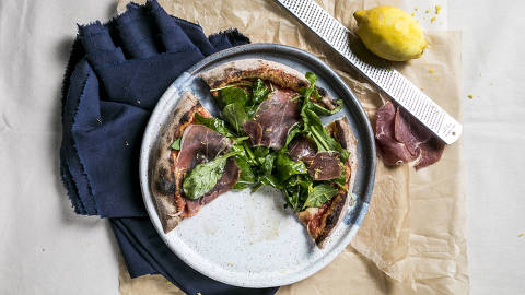BRASIL - SAO PAULO - 06.05.2019 - O MELHOR DE SAO PAULO - Gastronomia - REVISTA SAO PAULO - Pizza Vêneto, do Carlos Pizza. Foto: KEINY ANDRADE/FOLHAPRESS ORG XMIT: AGEN1905090054728331