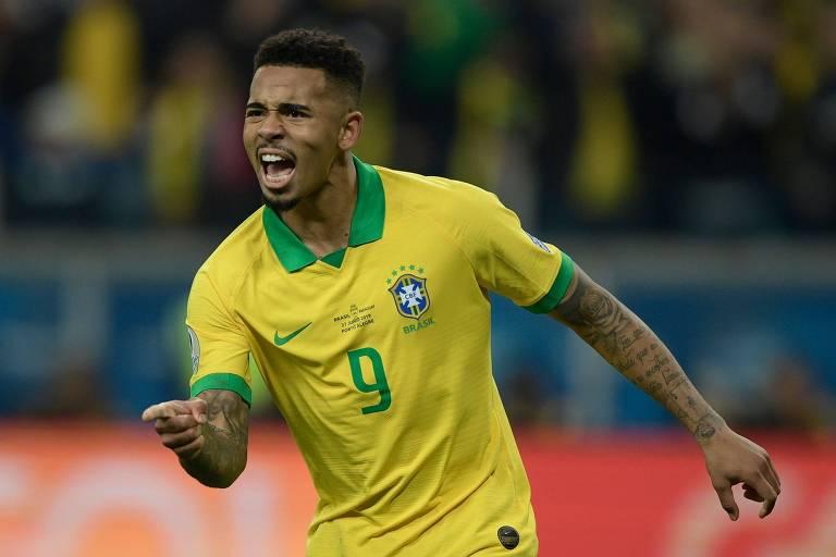 Gabriel Jesus comemora cobrança de pênalti que classificou o Brasil para a semifinal da Copa América de 2019.