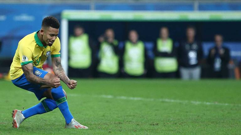 Gabriel Jesus, do Brasil, comemora seu gol em cobrança de pênalti, que deu a classificação da seleção brasileira contra o Paraguai, durante partida válida pelas quartas de finais da Copa América 2019, na Arena do Grêmio, em Porto Alegre (RS)