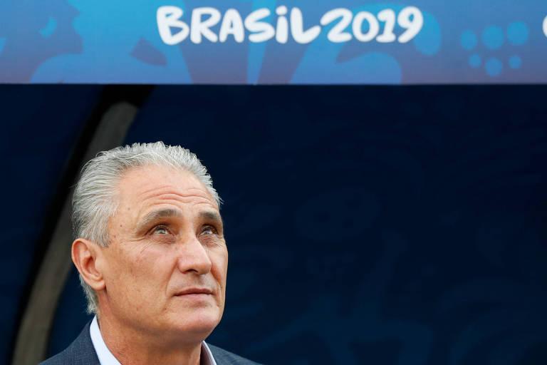 O técnico Tite, da Seleção Brasileira, em partida contra o Peru nesta edição da Copa América