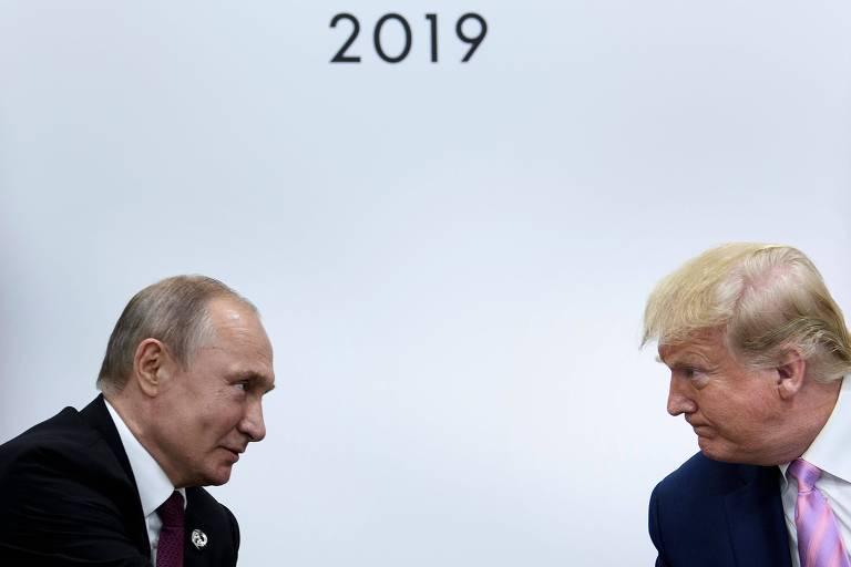 Os presidentes da Rússia, Vladimir Putin, e dos EUA, Donald Trump, durante o encontro entre eles em Osaka