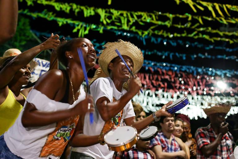 Com influência dos terreiros, samba duro junino resiste na Bahia