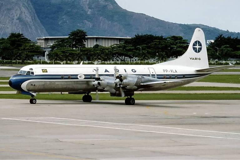 O avião Lockheed L-188 Electra, utilizado como aeronave exclusiva da ponte aérea de 1975 a 1991