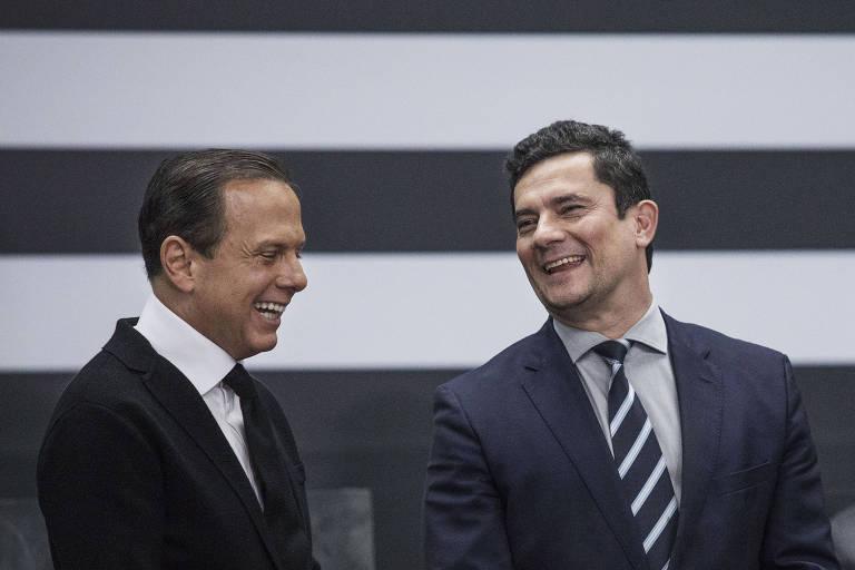 O governador de São Paulo, João Doria (PSDB), com o então ministro da Justiça e da Segurança Pública, Sergio Moro, no dia em que o tucano homenageou o ex-juiz com a Ordem do Ipiranga, no Palácio dos Bandeirantes